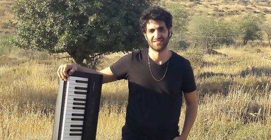 El músico israelí Yoel Shemesh, en su segunda casa, Uruguay