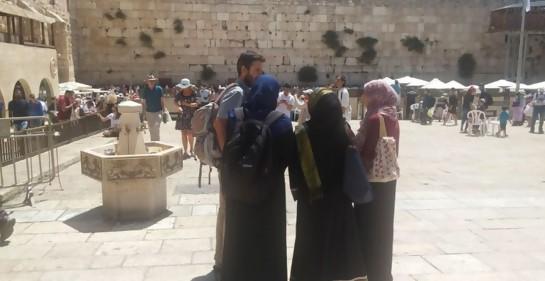 Musulmanas frente al Muro de los Lamentos