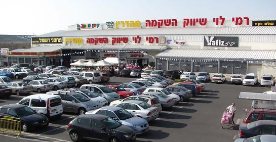 Catástrofe:  un shopping contrata palestinos