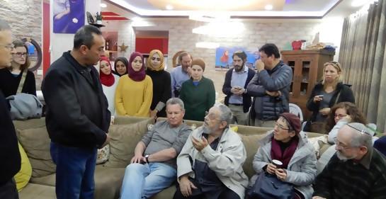 Israelíes en visita de duelo a familia palestina