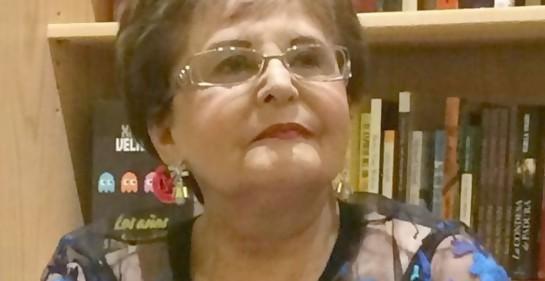 Paulina Gamus, a sus 82 años, durante la presentación de uno de sus dos libros, retrato.
