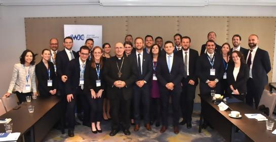 El grupo de jóvenes judíos de distintas partes de Latinoamérica, reunidos en Montevideo, aquí con el Cardenal Daniel Sturla