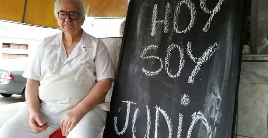El pizarrón solidario de don José Matosas.