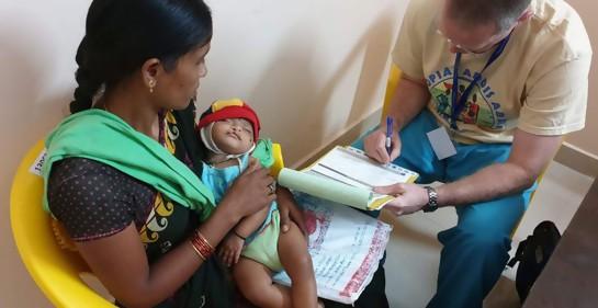 El Dr. Tsah Sharoni en India