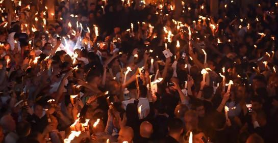 Cristianos ortodoxos en el Santo Sepulcro en la ceremonia del