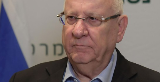 El presidente de Israel Reuven Rivlin, serio, en el hospital Beilinson (Foto: Amos Ben Gershom, GPO)