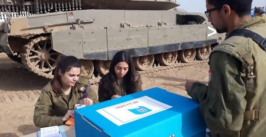 Soldado israelí pronto para votar en urna en el terreno (Foto: dover Tzahal)
