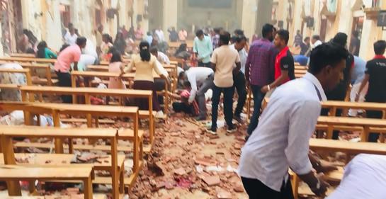 Una de las escenas de los destrozos causados por la explosión en la iglesia St Anthony en Sri Lanka