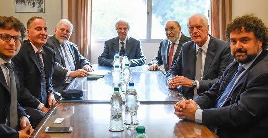 Encuentro del Presidente Tabaré Vazquez con representantes del CJL