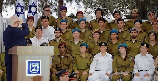 Soldados sobresalientes con Rivlin en Iom Haatzmaut