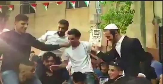 Fatah expulsa a uno de sus funcionarios por fotos de judíos bailando en la boda de su hijo.