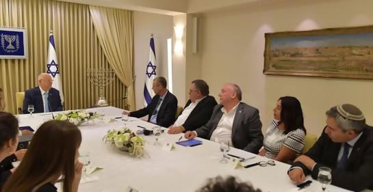 El Presidente de Israel convocó a Netanyahu y Gantz a una reunión con él esta noche