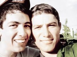 Doron (derecha) y su hermano Eran, caído en la guerra de Iom kipur