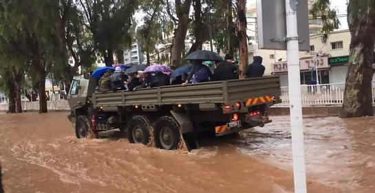 Tzahal  al rescate...de gente atascada por las lluvias
