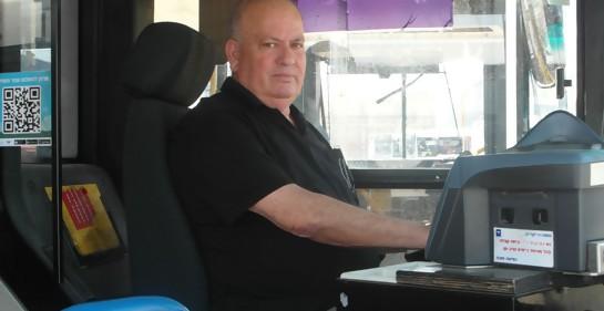 Detrás del volante, en autobuses llenos de pasajeros, se jugaban la vida