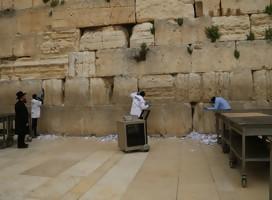 Limpiaron las piedras del Kotel