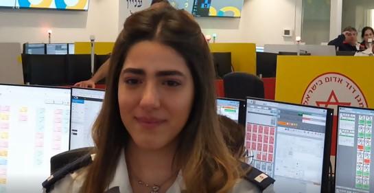 Yasmin Mazzawi, israelí, árabe, cristiana, voluntaria en Magen David Adom, orgullosa de prender una antorcha en Iom Haatzmaut