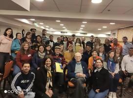 El grupo de estudios con el sobreviviente Moshe Haelion