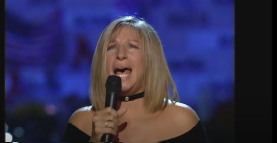 """Barbra Streisand honra al personal médico con la canción """"You'll Never Walk Alone"""""""