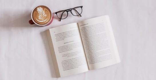 Club de lectura en B'nai B'rith moderado por Janet Rudman
