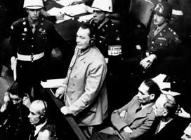 Nieto de nazi devuelve una tienda confiscada a un judío durante la ocupación alemana