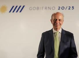 El Ministro de Defensa Dr Javier García saluda a Semanario Hebreo