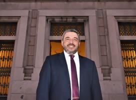 El Senador Mario Bergara (FA) saluda a Semanario Hebreo en sus 60