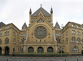 https://commons.wikimedia.org/wiki/File:K%C3%B6ln_synagoge_pano.jpg#/media/Archivo:Köln_synagoge_pano.jpg