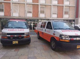 Dos ambulancias, una israelí y una palestina, estacionadas juntas en Hadassah