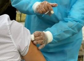 Se vacunaron los abuelos del Hogar Israelita