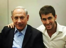 Con Moshe Passal, al frente de la juventud del Likud, que espera una victoria clara