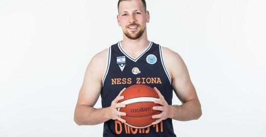 El basquebolista uruguayo-israelí Uriel Trocki tiene lo que festejar