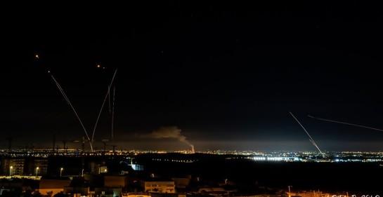 Israel está bajo fuego y lo que hace es defenderse
