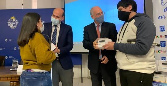 Embajada de Israel dona al MIDES dispositivos para personas con  discapacidad visual