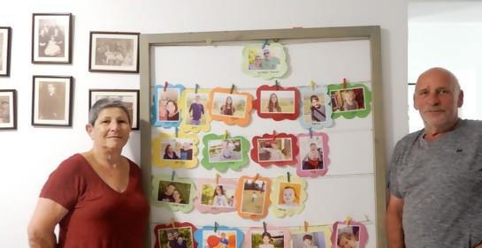 Con las fotos de todos los nietos, también Daniel (Z