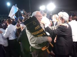 Cinco razones por las que cada familia judía debería celebrar Sucot y Simjat Torá